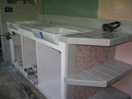vanity-tile-in-double-sinks