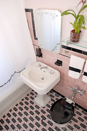Renovatingbathroom on Look At This Gorgeous Pink Bathroom That Samantha Spotted On Design To